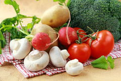 Verdure ed olio di oliva sani Immagini Stock