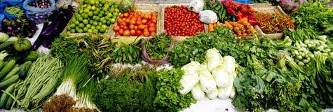 Verdure fresche ed organiche al mercato del locale dell'agricoltore Immagini Stock