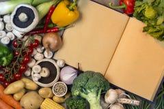 Verdure - libro di ricetta - spazio per testo fotografie stock