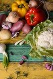 Verdure organiche degli agricoltori Gli agricoltori commercializzano, prodotti stagionali freschi Vista superiore, spazio della c Fotografia Stock Libera da Diritti