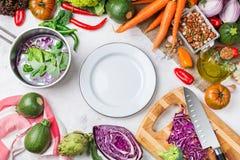 Verdure organiche fresche dell'agricoltore, ingredienti della minestra per cucinare Immagini Stock