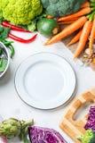 Verdure organiche fresche dell'agricoltore, ingredienti della minestra per cucinare Fotografia Stock