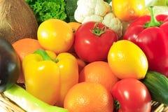 Verdure organiche in un canestro Immagine Stock