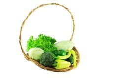 Verdure organiche verdi in un canestro di vimini Fotografia Stock Libera da Diritti