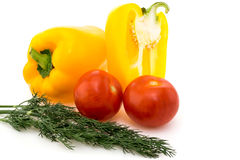 Verdure, pomodori, peperoni e finocchio su un bianco Fotografia Stock Libera da Diritti