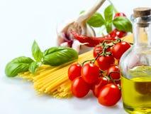 Verdure, spezie ed olio degli spaghetti della pasta Fotografie Stock Libere da Diritti