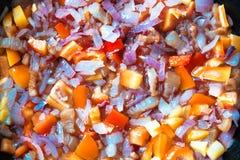 Verdure tagliate durante la frittura in una padella Fotografia Stock