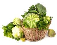 Verdure verdi in canestro di vimini Fotografia Stock Libera da Diritti