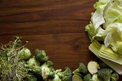 Verdure verdi sulla tavola Immagine Stock Libera da Diritti
