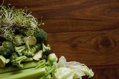 Verdure verdi sulla tavola Fotografie Stock