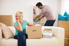 Vereinbaren einer neuen Wohnung Lizenzfreie Stockbilder