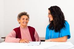Vereinbarung zum Pflegeheim Stockfoto