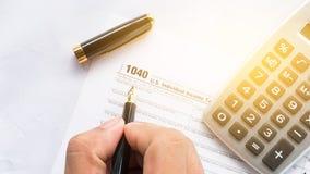 Vereinigte Einzelpersonen-Steuererklärungsform des Zustandes 1040 mit Stift Lizenzfreie Stockfotografie