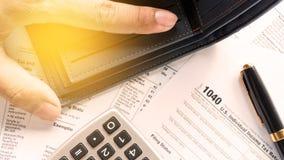 Vereinigte Einzelpersonen-Steuererklärungsform des Zustandes 1040 mit Stift Stockbilder