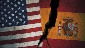 Vereinigte Staaten gegen Spanien-Flaggen auf gebrochener Wand Lizenzfreie Stockfotos