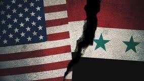 Vereinigte Staaten gegen Syrien-Flaggen auf gebrochener Wand Stockfotografie