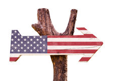 Vereinigte Staaten kennzeichnen das Holzschild, das auf weißem Hintergrund lokalisiert wird Stockfotos