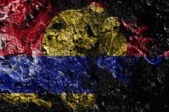 Vereinigte Staaten - rauchige mystische Flagge des Palmyra-Atolls auf dem alten schmutzigen Wandhintergrund vektor abbildung