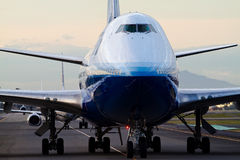 Vereinigtes Boeing 747 am NARITA-FLUGHAFEN Stockbild