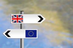 Vereinigtes Königreich, EU-Verkehrsschild Verschiedene Richtungen lizenzfreies stockfoto