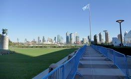 Vereinte Nationen kennzeichnen in der Front von UNO-Hauptsitz in New York Stockbilder