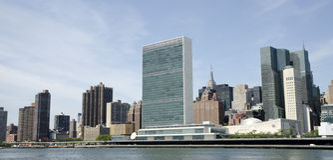 Vereinte Nationen und die NYC-Skyline Lizenzfreie Stockfotografie