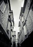 Verengen Sie Straße in Trogir lizenzfreie stockfotografie