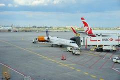 Verenigd uitdrukkelijk vliegtuig Stock Foto