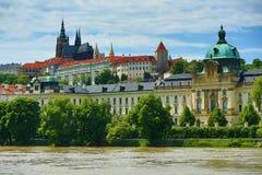 Verenigd water in Juni 2013 in Praag, Kasteel, Moldau, Vltava, Tsjechische Republiek Stock Fotografie