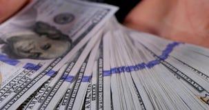 Verenigde Staten één honderd-dollar rekening ter beschikking stock footage