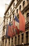 Verenigde vlaggen in Checkpoint Charlie, Royalty-vrije Stock Foto's