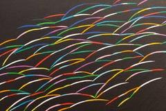 Verf op Canvas: Abstracte Kunst met Veelvoudige Gekleurde Vleugels op Zwarte Achtergrond royalty-vrije stock foto's