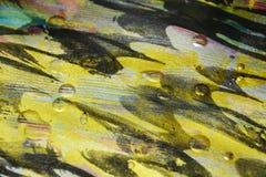 Verf van verf de gouden donkere wasachtige druppels De abstracte achtergrond van de waterverfverf stock foto