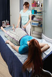 Verfahren der Luftkompressions-Massage lizenzfreie stockfotos