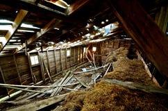 Verfallen Hay Loft einer Scheune stockbild