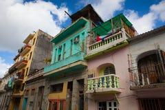 Verfallen und erneuerte Gebäude in alter Havana City, Kuba lizenzfreie stockfotografie