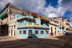 Verfallen und erneuerte Gebäude in alter Havana City, Kuba lizenzfreie stockbilder