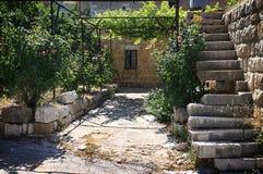 Verfallenes Treppenhaus und libanesisches Haus Lizenzfreie Stockfotografie