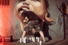 Verfasser bei der Arbeit mit Spraydosen am Overline-Stau-Hip-Hop-Ereignis Lizenzfreie Stockfotografie