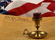 Verfassung der Vereinigten Staaten, Kerze und Markierungsfahne Lizenzfreie Stockfotos