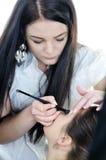 Verfassungskünstler-Frauen-Art und Weisebaumuster wenden Augenschminke an stockfotos