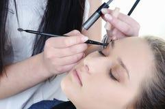 Verfassungskünstler-Frauen-Art und Weisebaumuster wenden Augenschminke an lizenzfreie stockfotos