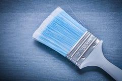 Verfborstel met blauw varkenshaar en wit handvat royalty-vrije stock afbeelding