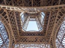 Verfijnde structuren van de toren van Eiffel in Parijs Royalty-vrije Stock Fotografie