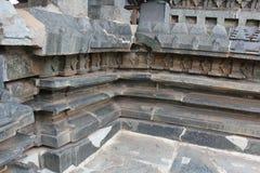 Verformte oder schädigende Tempel-Wände - Hoysaleswara-Tempel Lizenzfreie Stockbilder