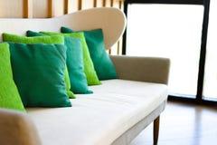 Verfraai modern thuis in woonkamer royalty-vrije stock foto's