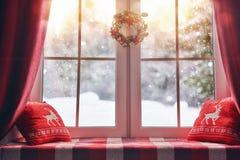 Verfraaid voor Kerstmisvenster Stock Foto