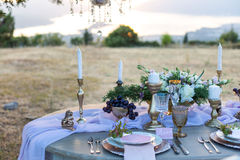 Verfraaid voor lijst van het huwelijks de elegante diner stock afbeeldingen