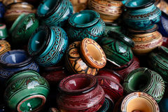 Verfraaide asbakjes en traditioneel Marokko stock foto's