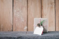 Verfraaide de dozen van de Kerstmisgift Met de hand gemaakte giftdoos Stock Fotografie